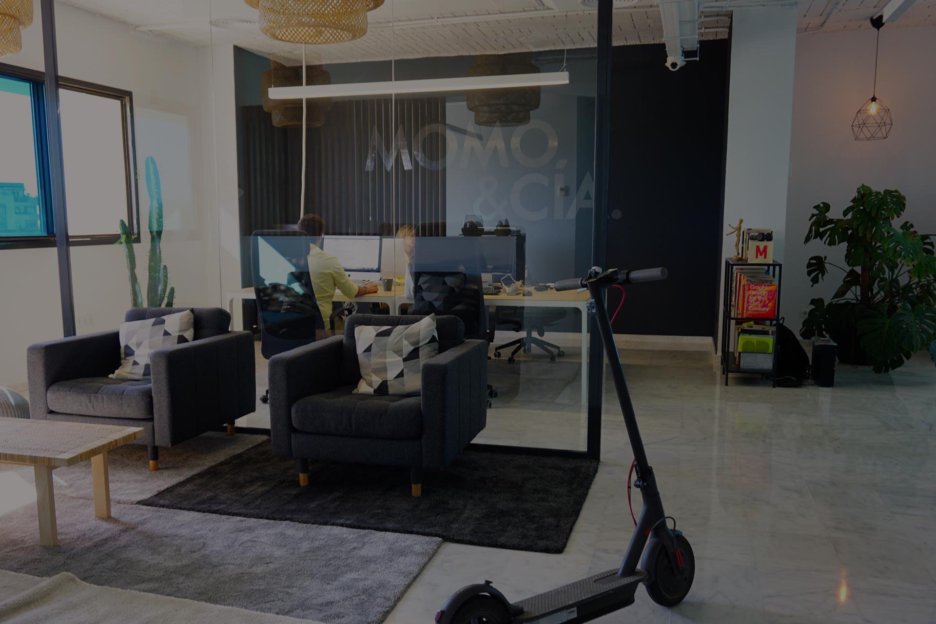 Interior de la agencia creativa Momo & Cía.